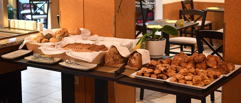 slovenia_kranjska-gora_best-western-hotel_breakfast.jpg